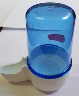 Fontäne, groß, blauer Kunststoff, hoher Fuß, 200 ccm